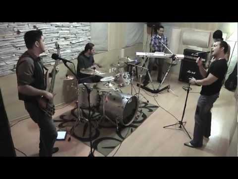 Banda Bonus Track - This Love - (Maroon 5 cover)