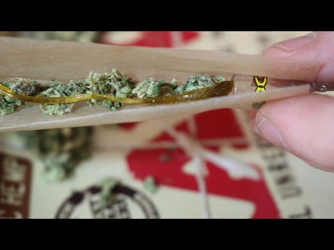 ROLLING & SMOKING A TWAX JOINT
