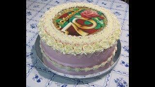 Украшаем торт белково-маслянным кремом.