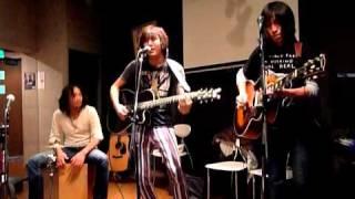 2010年11月29日 神田デシジョン「サルーキ=カフェ」でのミニライブ.