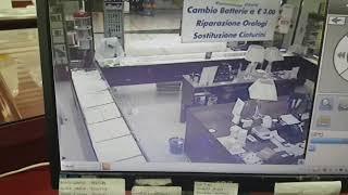 Rapina nella gioielleria del centro commerciale La Mongolfiera di Taranto