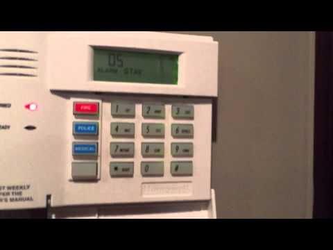 HONEYWELL LYNX L5200 SMART HOUSE ALARM DEMONSTRATION WITH EXTERNAL SIREN