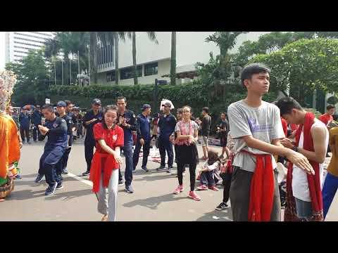 Mahasiswa ABN menari Jaipong