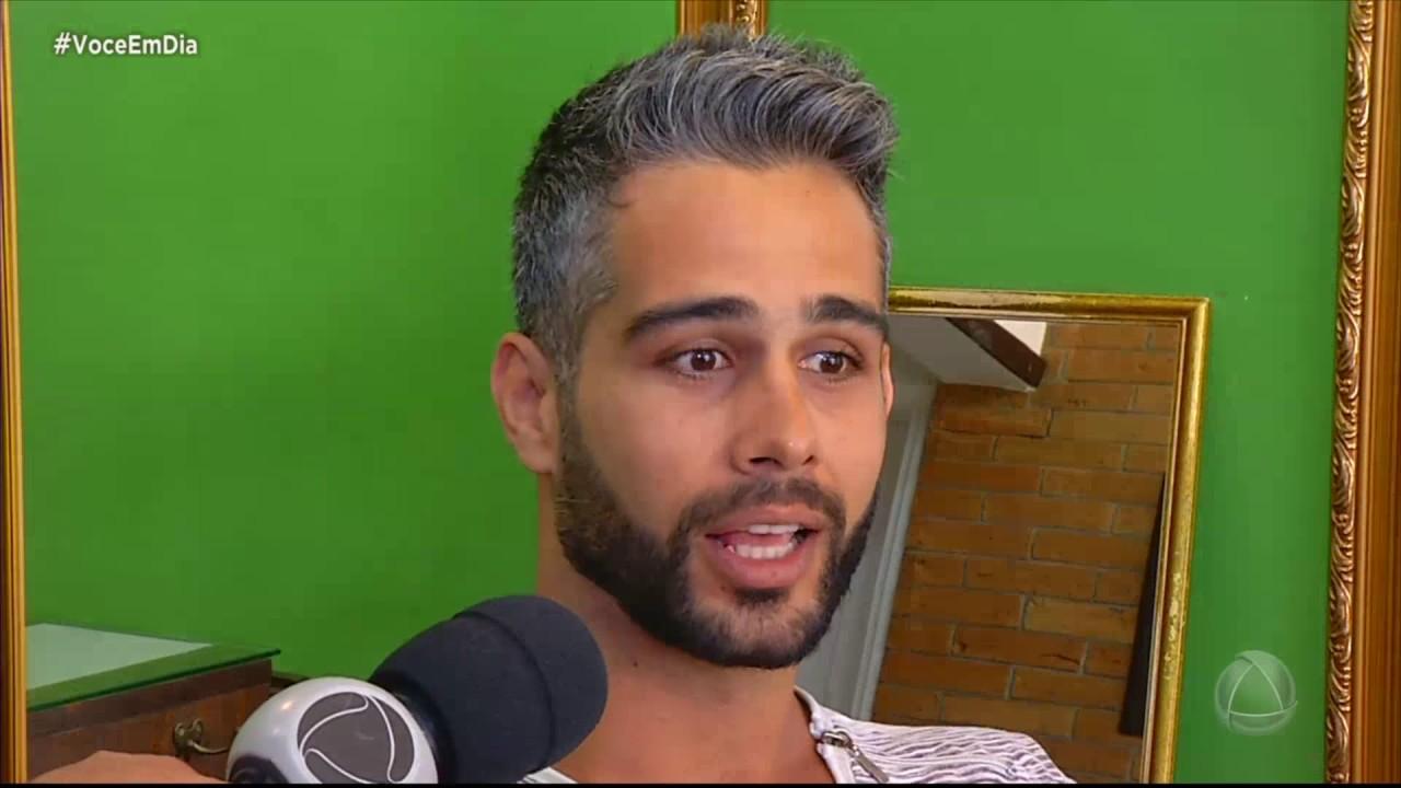 db8356b322626 Homem com cabelo grisalho  charme ou desleixo - YouTube