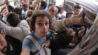 ¿Qué TAN MAL se pone el metro en HORA PICO?