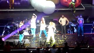 2NE1 I am the Best feat will.i.am  apl.de.ap Black Eyed Peas , Nokia Center LA 8/24/12