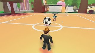 ROBLOX: MY MOM AND I PLAYING CRAZY FOOTBALL!! (Adopt Me)