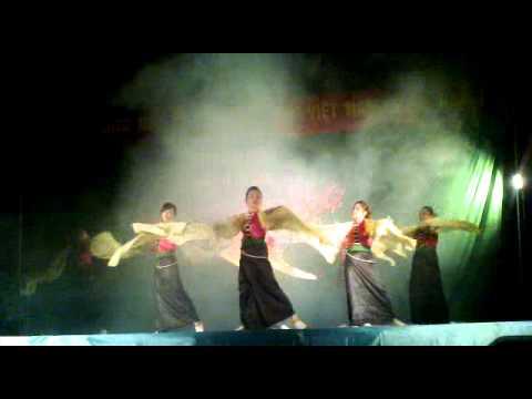 Múa hương xuân tây bắc Doi van nge UB Trí Nang