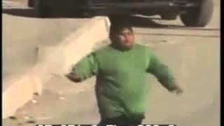 Мальчик в Ираке отпугивает Американских солдат!(, 2013-02-15T18:56:02.000Z)