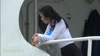 Stewardess Ship   Vô Tình Quay Được Em Tiếp Viên Tàu Cao Tốc Quá Xinh Luôn.