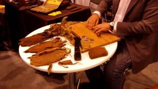 Nicaraguan Cigar Master Roller at the Toronto's Gentlemen's Expo 2013