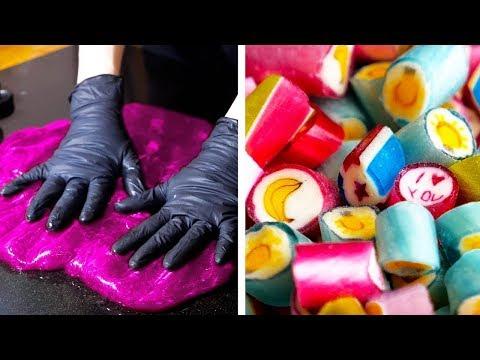 Вопрос: Как получить много конфет на Хэллоуин?