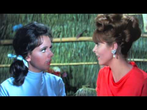 Fun Ginger and Mary Ann scene from GILLIGAN