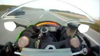 Kawasaki wird bei Tempo 300 km/h von einem Audi RS6 überholt !!!!