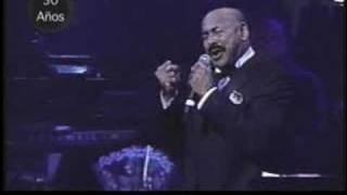 Oscar D' Leon cantando un Tango