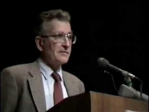 Noam Chomsky on the Media, Intellectuals, & Self-deception