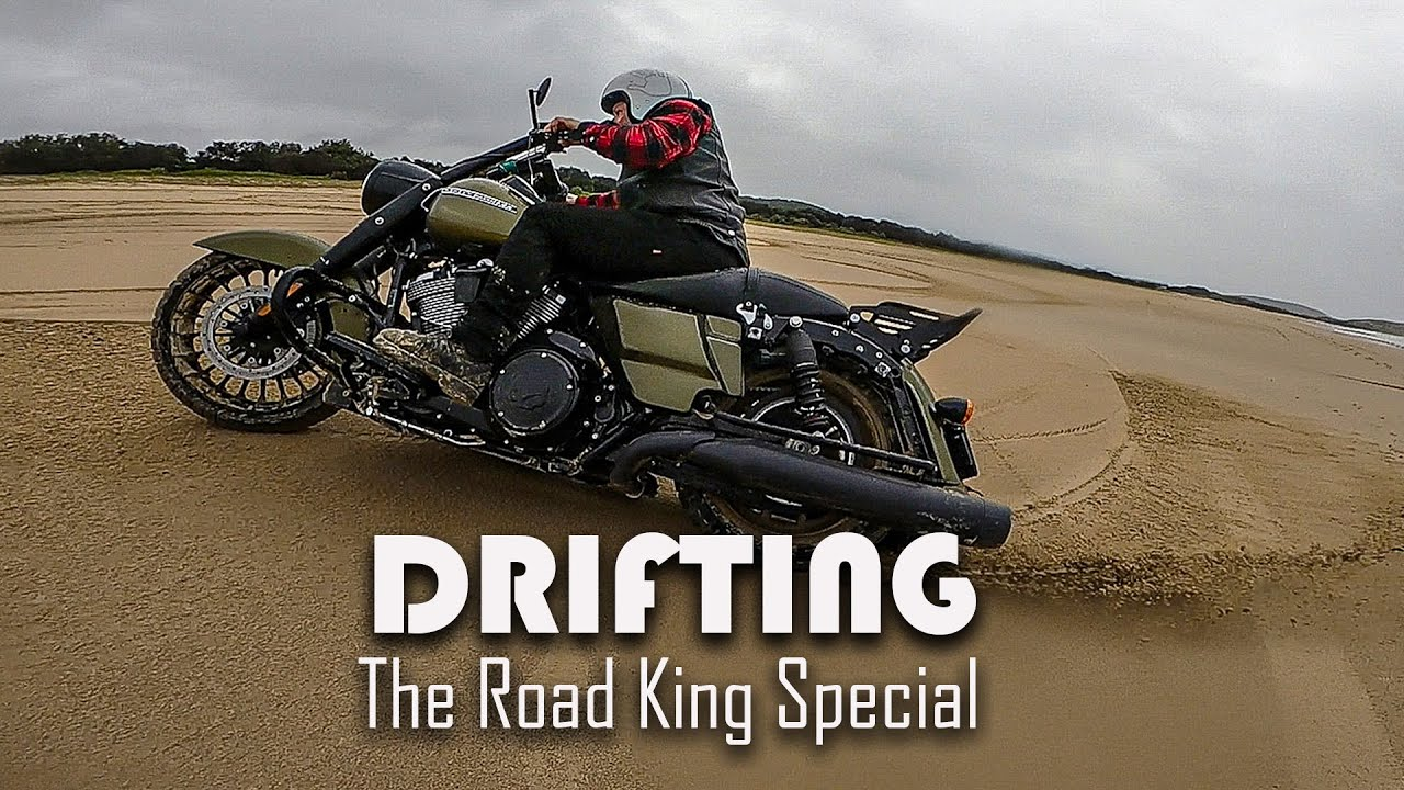 Drifting a Harley Davidson - Road King Special