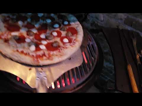Using A Screen To Make Pizza On The Big Green Egg