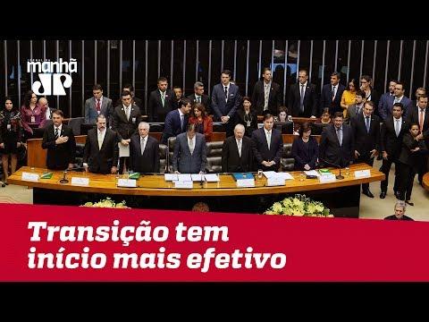 Bolsonaro chega a Brasília e transição tem início mais efetivo