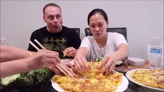 Vlog 222 ll Chồng Mỹ Lần Đầu Tiên Ăn Bánh Xèo Việt Nam Và Cái Kết??