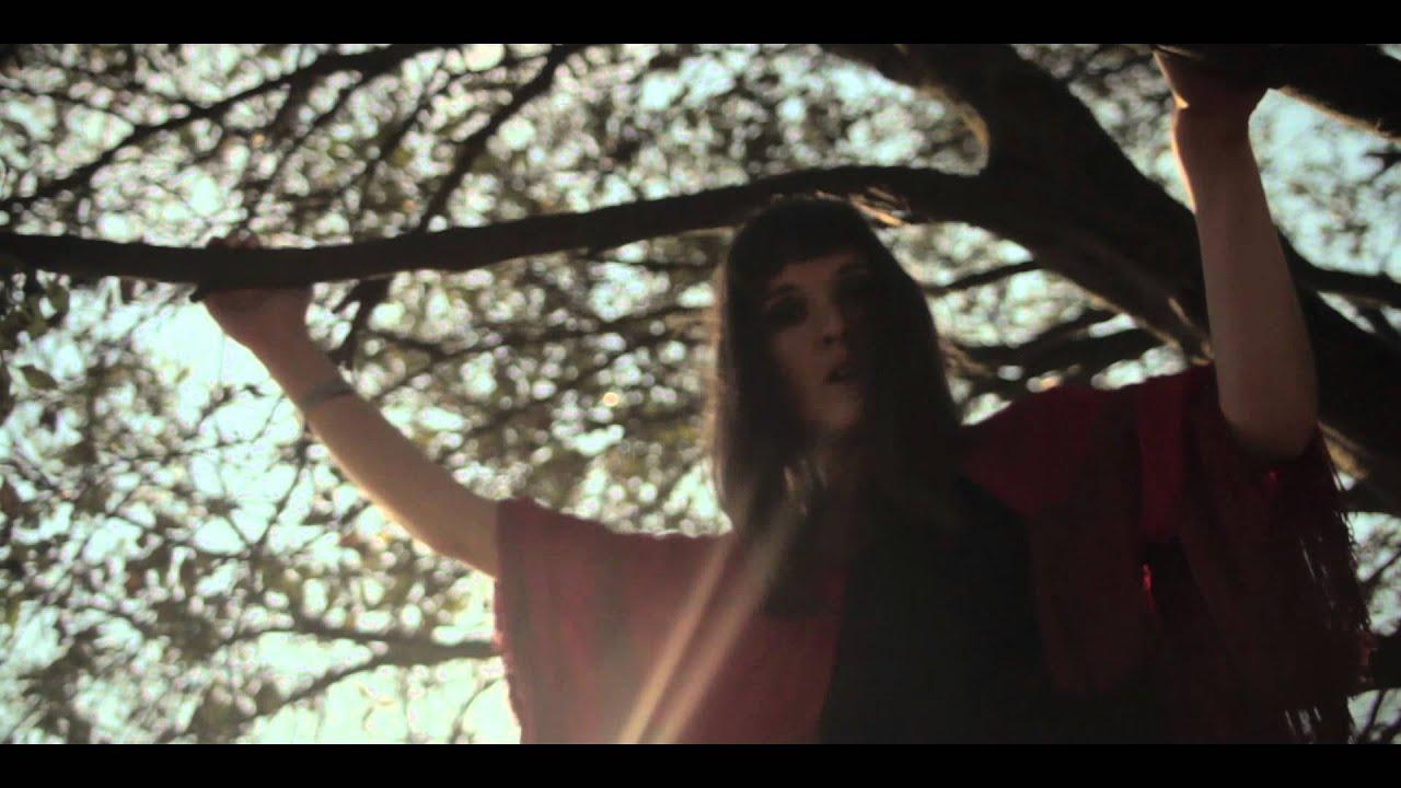 cate-le-bon-fold-the-cloth-official-video-directed-by-ryan-owen-eddleston-ryan-eddleston