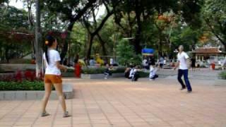 Đá cầu tại công viên Lê Thị Riêng (Duy - Duyên)