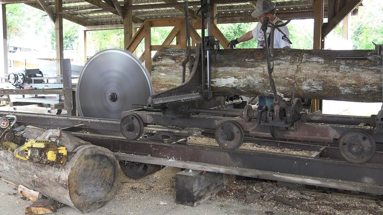 steam powered sawmill. steam tractor powered sawmill demonstration at almelund threshing show.