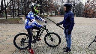 Uczę syna jeździć na rowerze