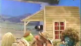 Repeat youtube video Classic Sesame Street - Kermit on the set of