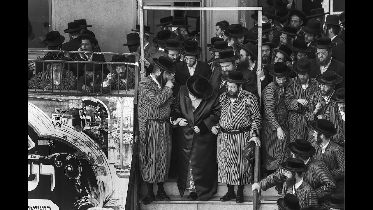 האדמו''ר מתוא''י וחסידיו במירון   Toldot Avraham Yitzhak rebbe in Meron
