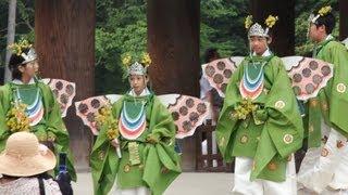 子供たちの健気で凛々しい舞い姿に、心なごむ思いがする。奈良時代の高...
