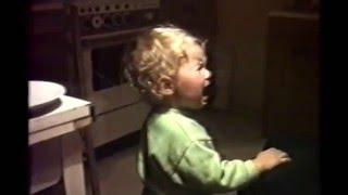 Надя и мама - ДЕТИ НЕ КУРЯТ(пока вы не предлагаете., 2016-02-29T13:22:01.000Z)
