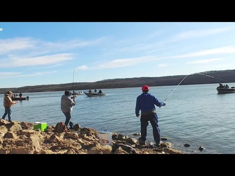 Lots Of Boat Around While Crappie Fishing From Shore. EP 148
