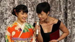 有動由美子アナがあわや紅白で放送事故レベルの胸チラ! 穂川果音 検索動画 14