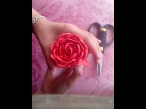 Cách làm hoa hồng xoắn giấy
