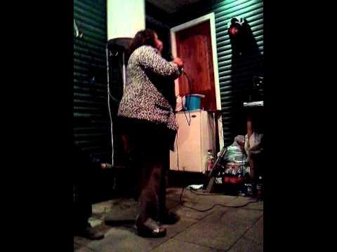 Tía Toya Cantando Karaoke