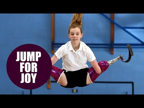 Schoolgirl becomes trampoline champion despite having both arms and legs amputated