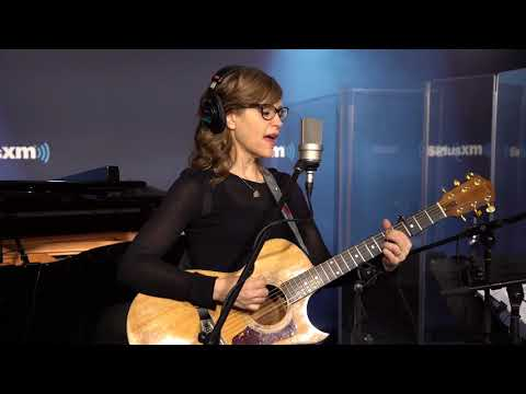 "Lisa Loeb - ""I Do"" Art & Soul with Caroline Jones"