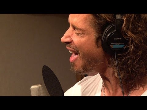 """Soundgarden Performs """"Fell On Black Days"""" Live on Kevin & Bean"""