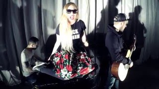 Блондинка КсЮ - Без Тебя (live)