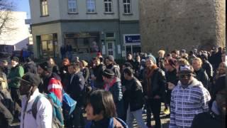 Demo in Halle Saale: Demonstranten fordern gleiche Rechte für Flüchtlinge