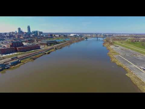 Spring in Nebraska / Iowa. Missouri River Run 4K
