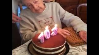 Бабушка сдула торт на 120 летие