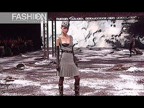 ALEXANDER MCQUEEN Fall 2003 2004 Paris - Fashion Channel