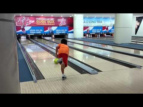 Kevin playing bowling at Aeon Mall Vietnam 2014