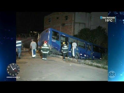 Vítimas de acidente com ônibus em BH começam a ser enterradas   SBT Notícias (15/02/18)
