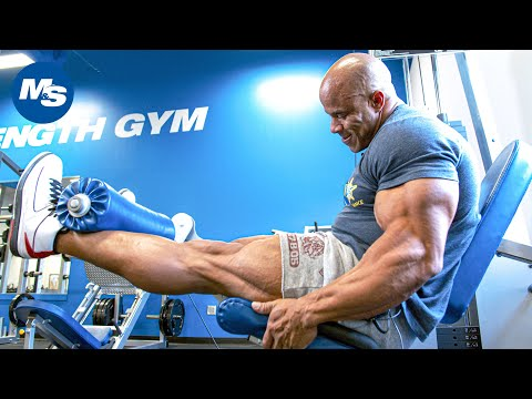 Victor Martinez's Massive Quad Day (Leg Workout)