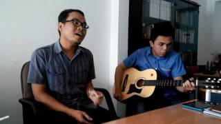 Download Video Kaca Yang Berdebu by Maidani - (cover) diiringi gitar akustik oleh Shahibu Auliyak MP3 3GP MP4