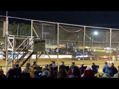 Trucks pulls at Mercer rack way park