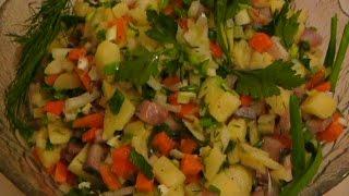 Салат с селедкой и картошкой.